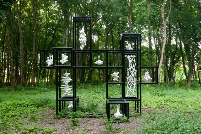 Cosmos, 2015, ca 400×480×340 cm, Mixed Media (Land Art Schlosspark Wagenitz) Photo : Takayuki Daikoku