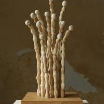 """狂人の静寂 """"Die Stille des Verrücktes"""" , 2012, H41×W19,5×D16,5 (cm) 木・和紙 Holz, japaniches Papier ; Foto Takayuki Daikoku"""