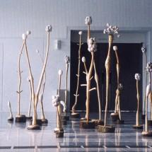 枯れ木に花を咲かせよう -Let's make withered trees to be in bloom- H260×W720×D540(cm) 木・和紙 Holz, japanisches papieer 2001