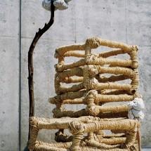 """忘れられた収穫 """"The crop which was forgotten-"""", 2000, H260×W180×D180(cm) 木・荒縄・和紙 Holz, Storhseil, japanisches papier ; Foto Takayuki Daikoku"""